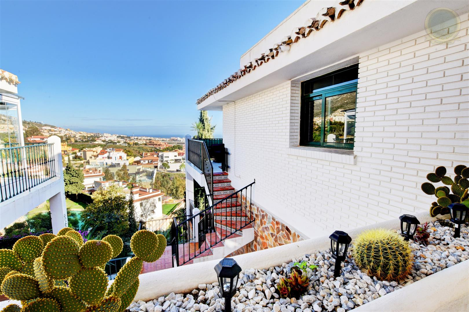 townhouse for sale in Benalmadena Pueblo with sea views