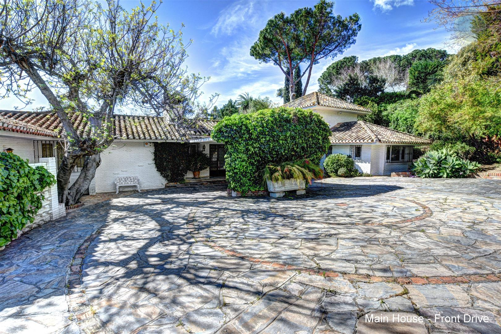 Villa for sale in Benalmadena Pueblo 1