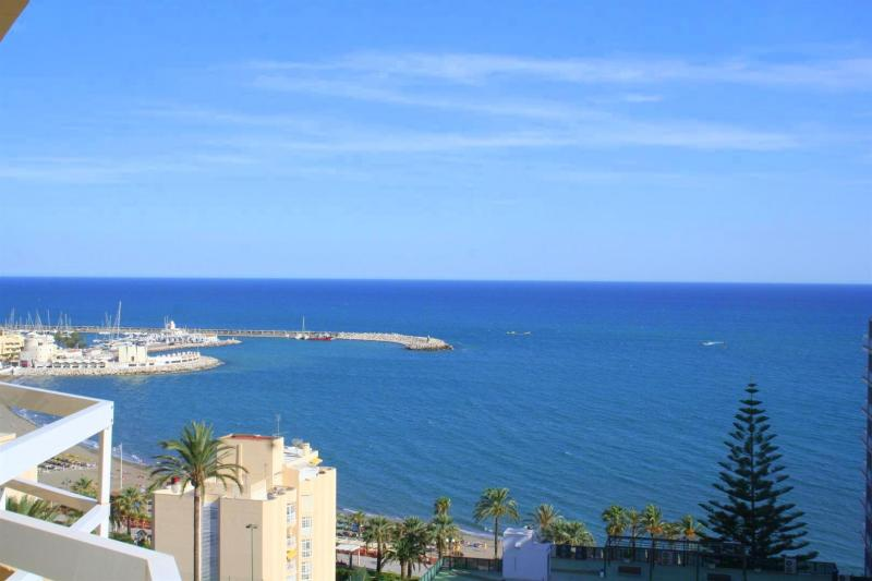 frontline beach apartment for sale  in Benalmadena Costa near Puertomarina 12