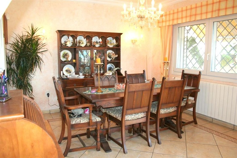 villa in torremuelle for sale -dining area